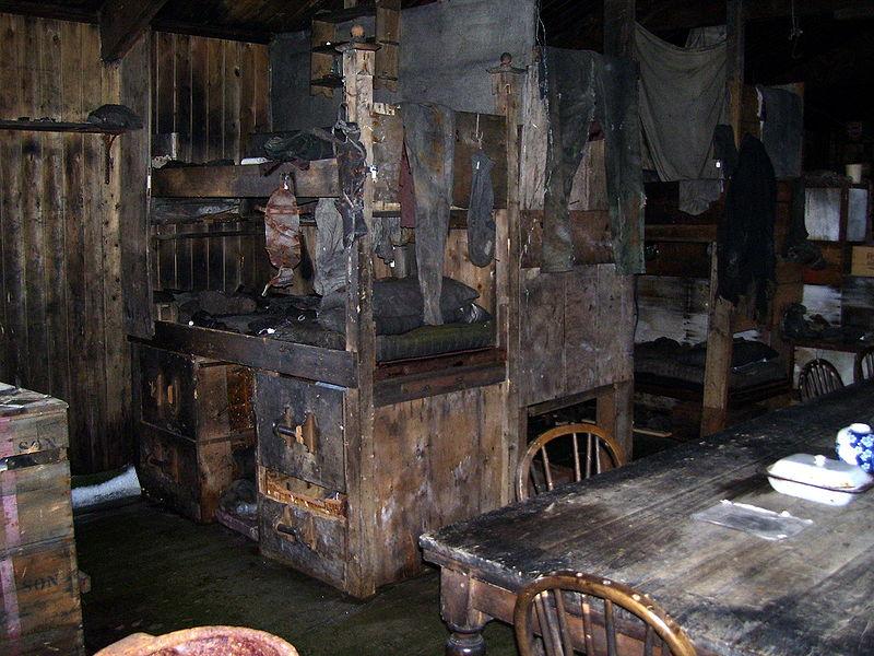 Fotografía del interior de la choza de Scott.