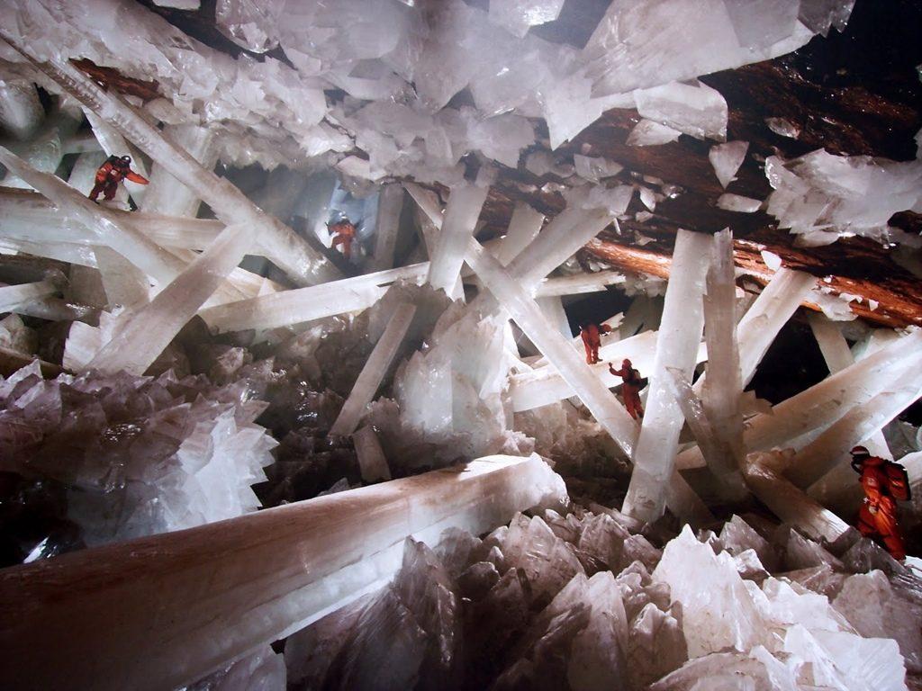 Fotografía en el interior de la cueva de los cristales.