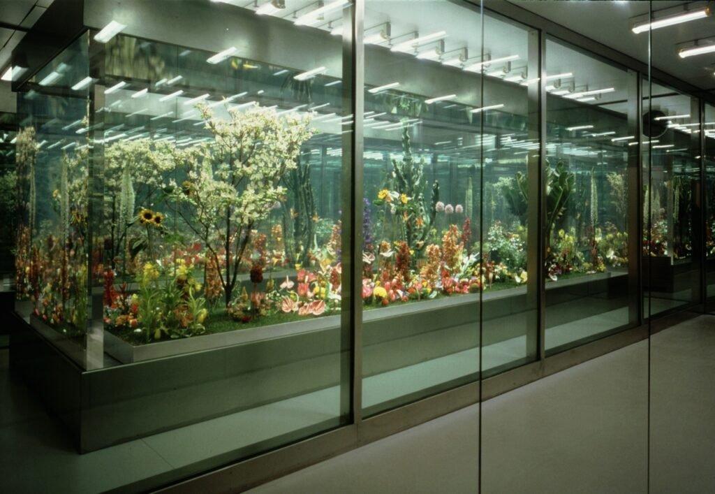 Varias de las exposiciones de flores del Jardín Inmortal del artista Marc Quinn.