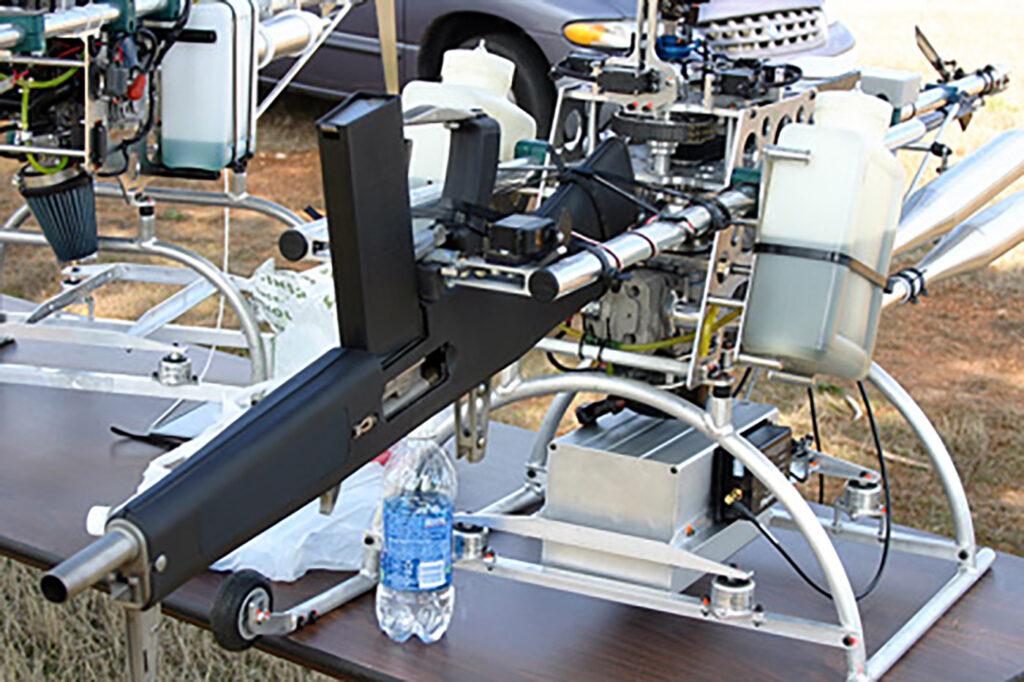 Detalle de la escopeta de combate del drone armado AutoCopter Guship.