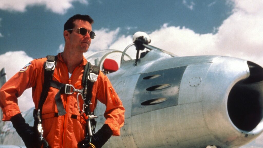 Chuck Yeager (Sam Shepard) durante la carrera espacial, The Right Stuff.